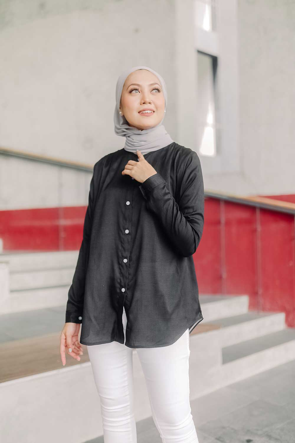 IRIS BLOUSE – BLACK